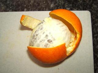 Orange vorsichtig rauslösen